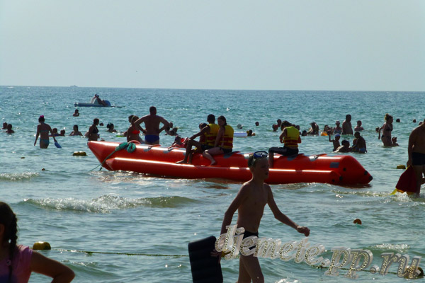 Пляж Джемете аттракцион банан