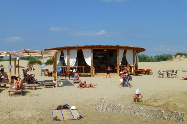 Пляж Джемете кафе